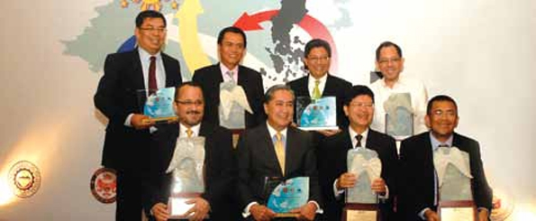 Ayala group executives receive awards from the Institute of Corporate Directors